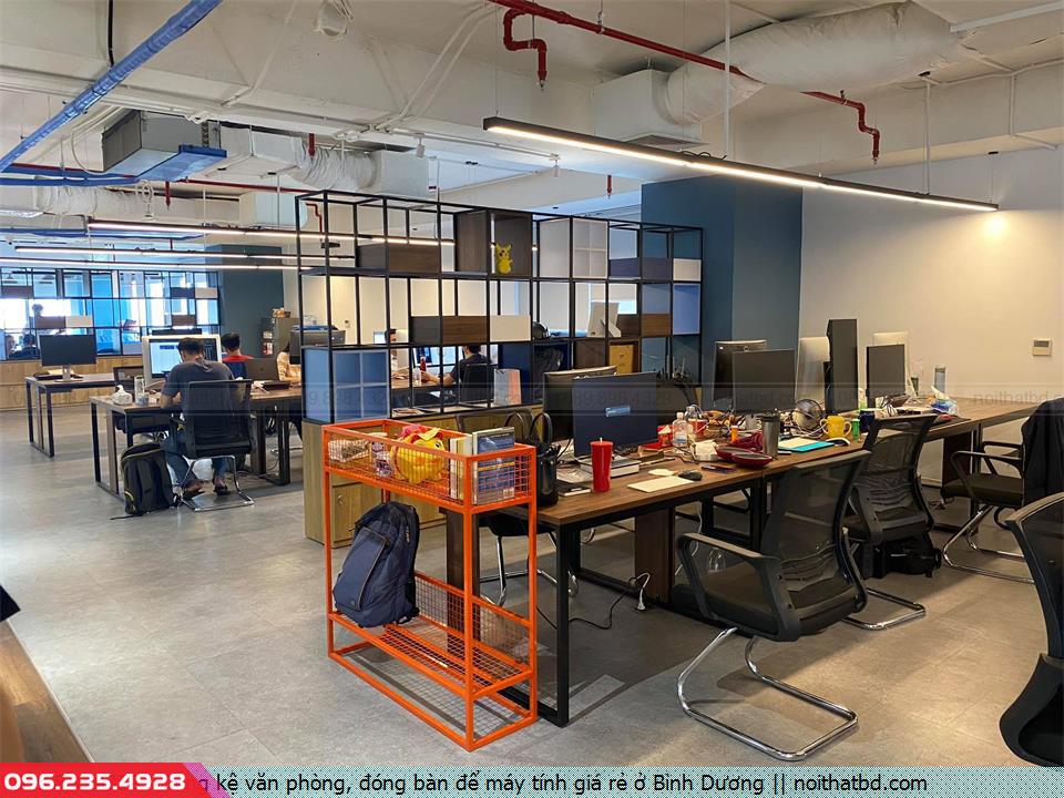 Đóng kệ văn phòng, đóng bàn để máy tính giá rẻ ở Bình Dương