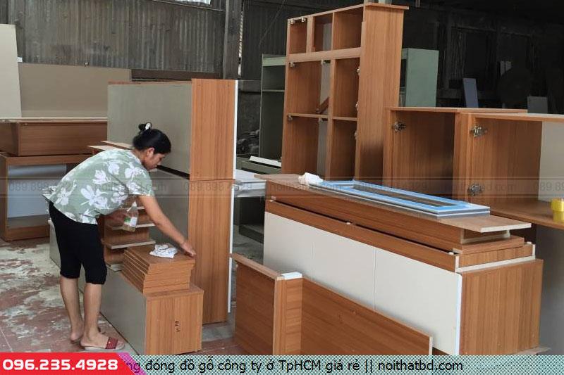 Xưởng đóng đồ gỗ công ty ở TpHCM giá rẻ
