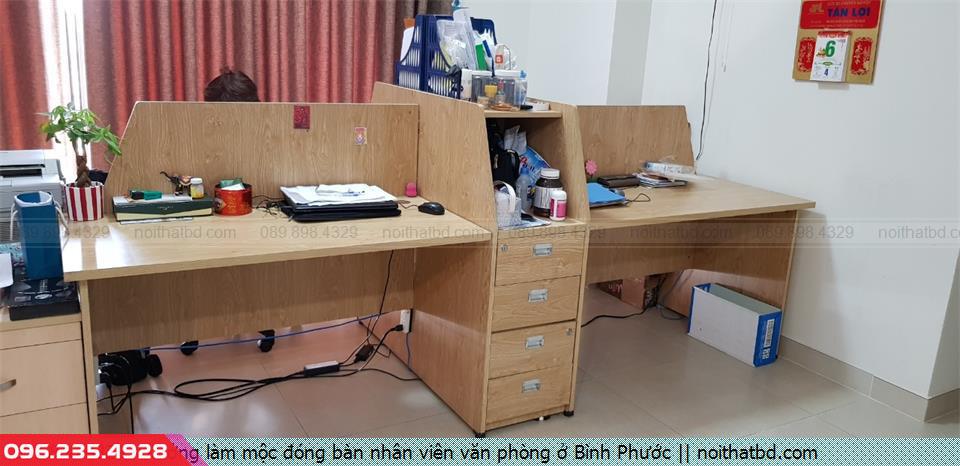 Xưởng làm mộc đóng bàn nhân viên văn phòng ở Bình Phước