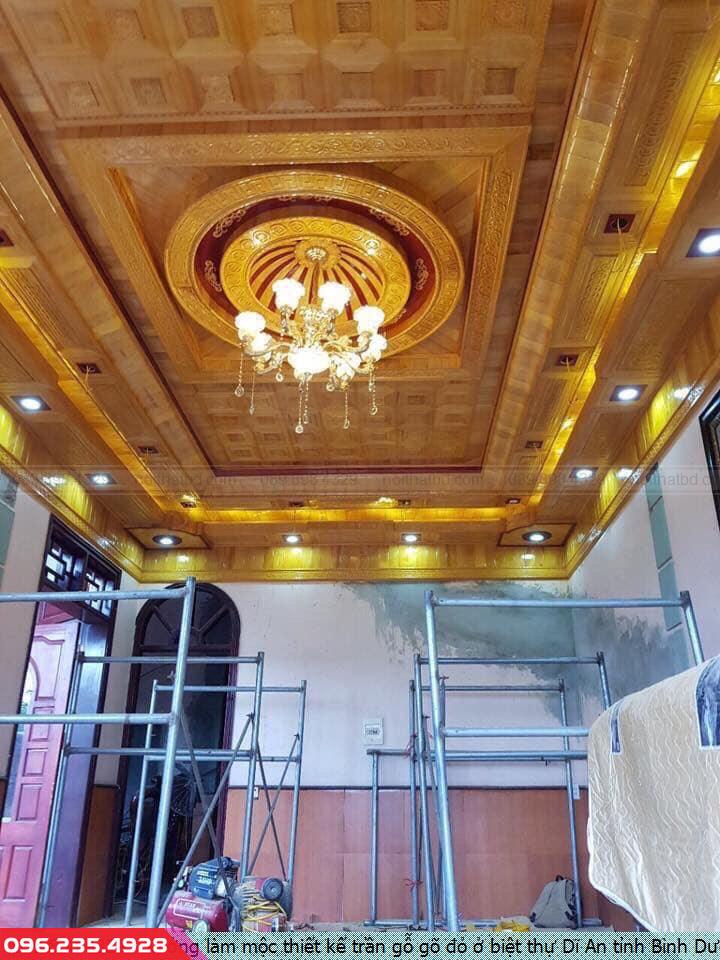 Xưởng làm mộc thiết kế trần gỗ gõ đỏ ở biệt thự Dĩ An tỉnh Bình Dương