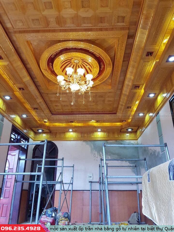 Xưởng mộc sản xuất ốp trần nhà bằng gỗ tự nhiên tại biệt thự Quận 4 HCM