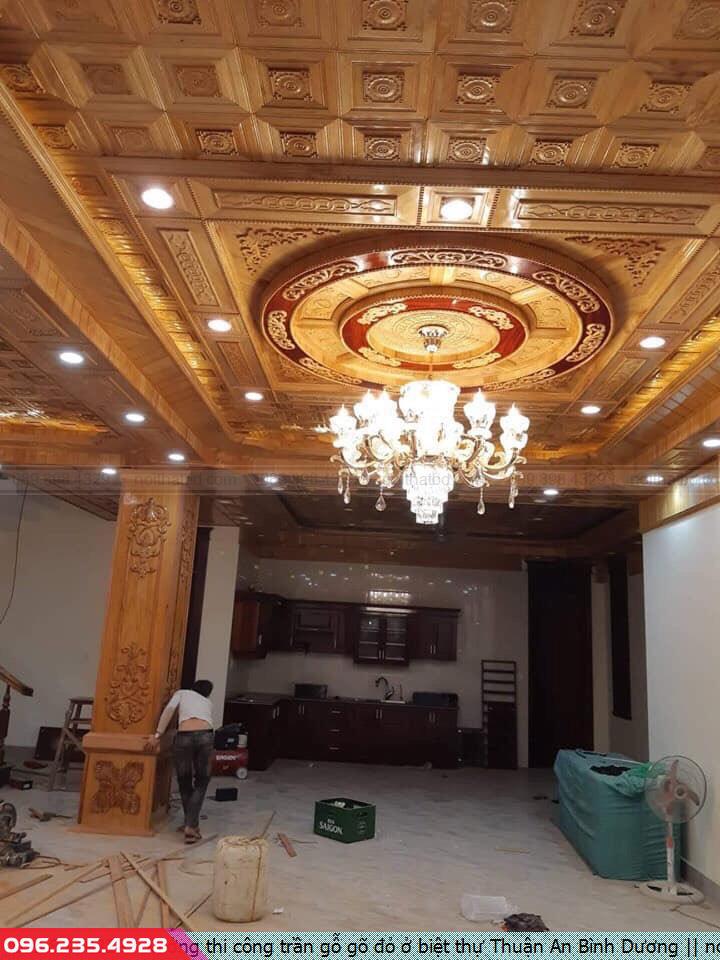 Xưởng thi công trần gỗ gõ đỏ ở biệt thự Thuận An Bình Dương
